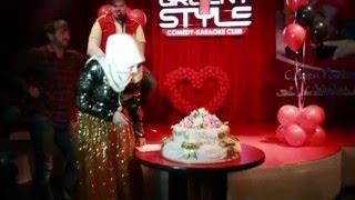 Имениница Линда Идрисова режет торт.Вечеринка в Честь дня рождения