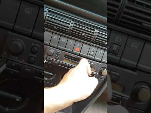 Снятие штатной магнитолы Audi A 100 C4