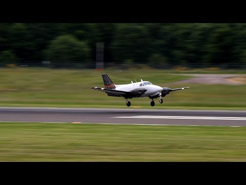 One of the smallest Cargo-planes you have ever seen: Beech B90 King Air
