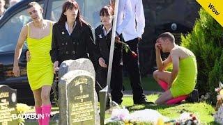 Fue al funeral de su amigo vestido de mujer, cuando descubrieron por qué todos lloraron…