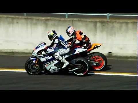 2012 MotoGP JAPAN  Colin Edwards helps Jorge Lorenzo.