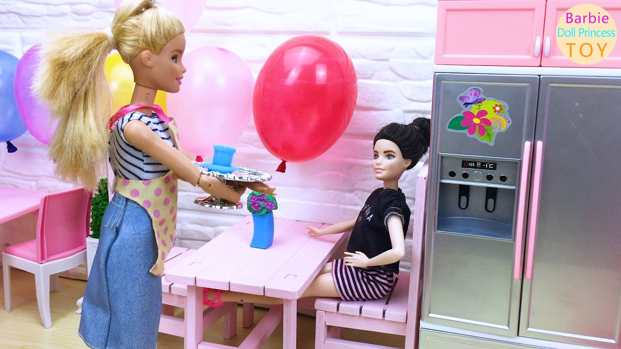 Barbie dessert shop opened, Barbie makes cakes and milk tea for customers