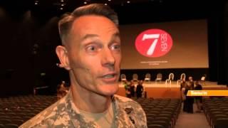 Военачальники НАТО прочитали со сцены женские монологи о войне
