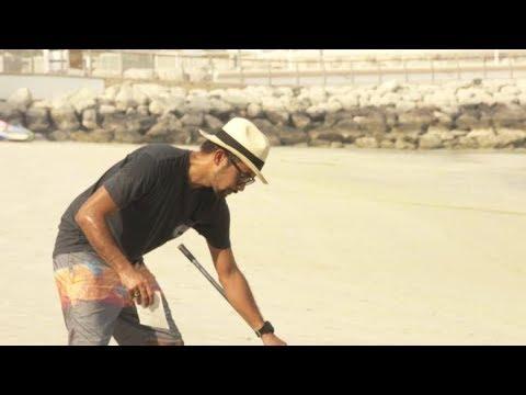 CNN عربية:على شاطئ رملي في دبي.. لوحات عملاقة تحمل عبرة للحياة