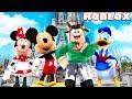 VISITING DISNEYLAND IN ROBLOX! (Roblox Roleplay)