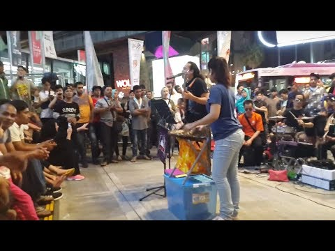 Tamally Maak -(Amr Diab)-bob sentuhan buskers  feat Redeem buskers, mantap