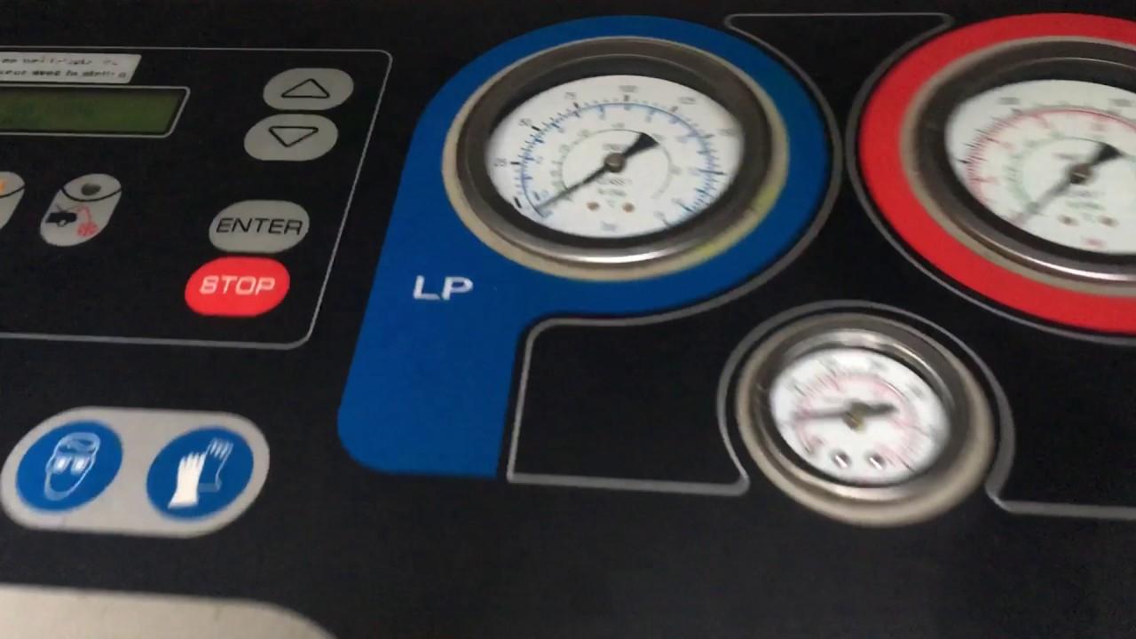 Recharge clim dans le garage d 39 un client du 92 nissan for Garage recharge clim