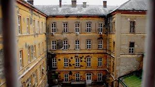 Abandoned mental hospital (Creepy Asylum) - Urban Exploration