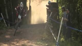 Emmeline Ragot crash on last jump and Aaron Gwin near miss down Peaty