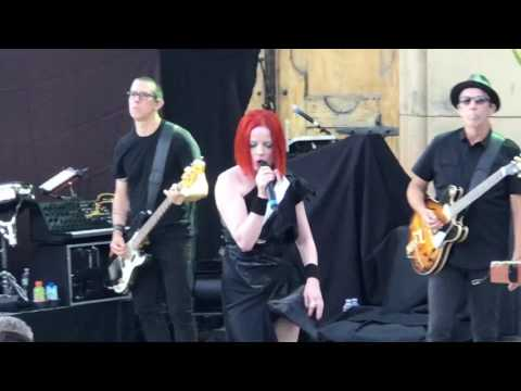 Garbage - The World Is Not Enough Live at the Mountain Winery 2017