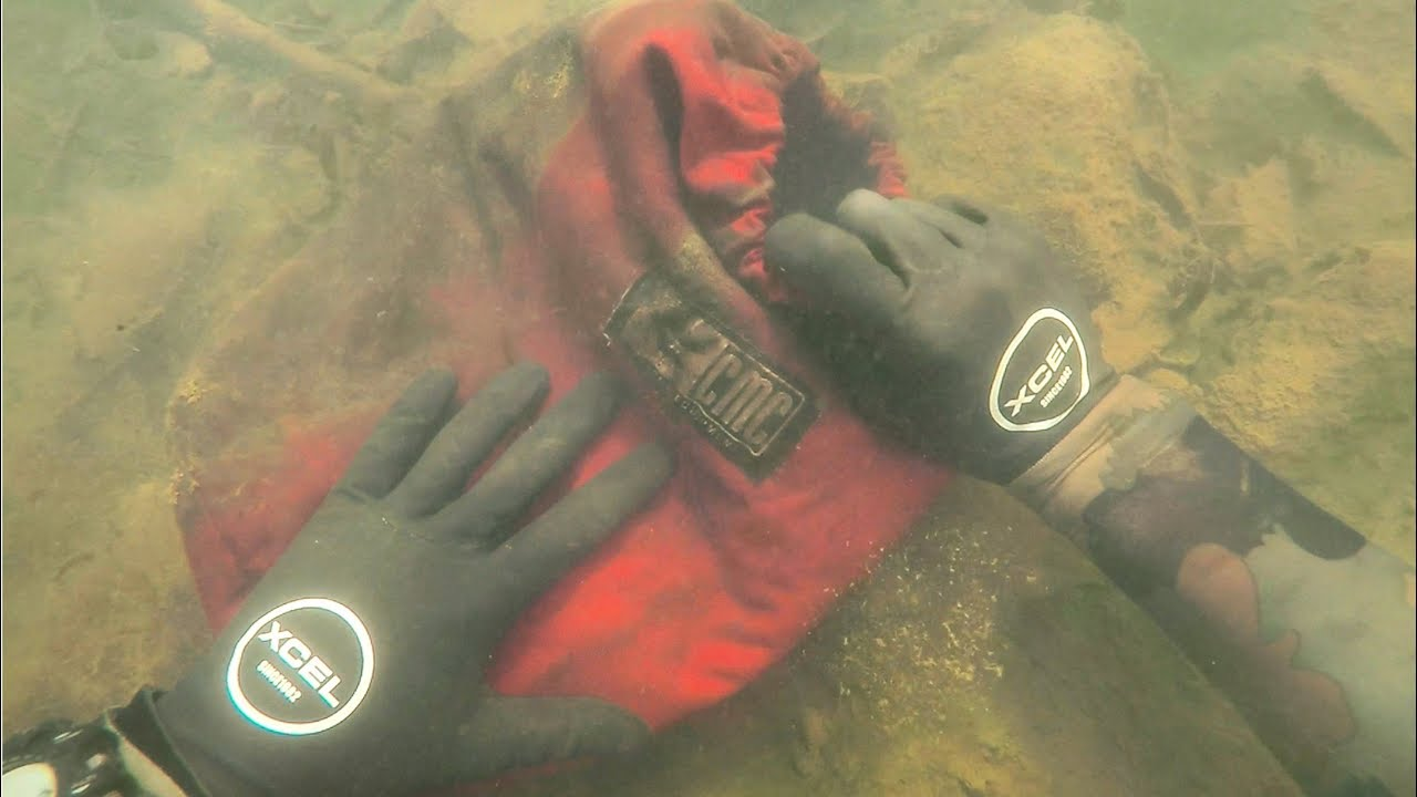 found-rescue-bag-and-lost-iphone-8-in-river-while-scuba-diving-what-s-inside-the-bag