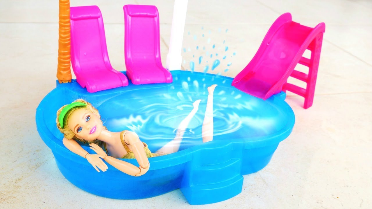 Barbie oyunu.  Sevcan Barbie'nin serinlemesi için evin balkonunda havuz kuruyor