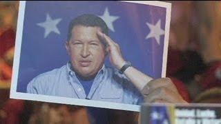 Venezuela : le souvenir de Chavez, le soutien à Maduro