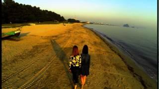 山口県光市の虹が浜を空撮しました。友人とたまたま訪れていた。女の子 ...