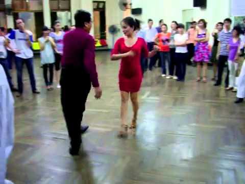 Khiêu vũ Rumba lop 4 bà 1_vũ sư Anh Tuấn & cô Hồng Yến.mp4