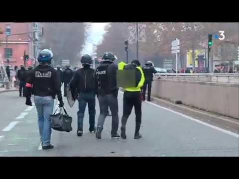 2 000 lycéens et étudiants manifestent à Toulouse