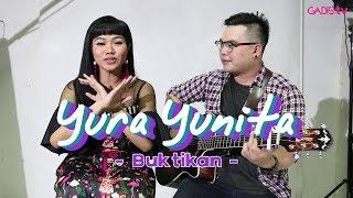 Video Yura Yunita - Buktikan (Live at GADISmagz) download MP3, 3GP, MP4, WEBM, AVI, FLV Desember 2017