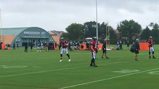 Eagles' Carson Wentz practices in the rain