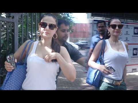 Amisha Patel Spotted In H0T New Look At Dubbing Studio thumbnail