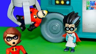 The Incredibles vs Mr Incredible Romeo with Elastigirl and PJ Masks Mobile Lab
