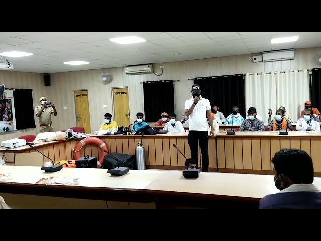 यूपी बलरामपुर जिलाधिकारी की अध्यक्षता में नाविकों एवं गोताखोर का प्रशिक्षण कार्यक्रम हुआ संपन्