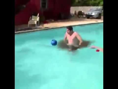 se caga en la piscina youtube