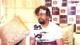 Sonu Nigam sang 25 songs in 3 hours for Roadside Ustaad video | Filmibeat