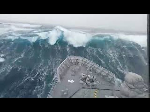 Ships in Storms | 10+ TERRIFYING MONSTER WAVES, Hurricanes & Thunderstorms at Sea