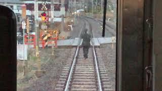 【JRきのくに線】踏切の確認に向かう運転手 黒江〜紀三井寺駅間