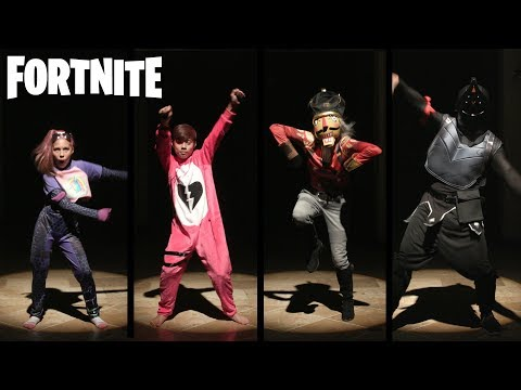 FORTNITE HALLOWEEN COSTUME FASHION SHOW & DANCE OFF!!!