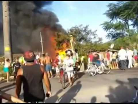 Notícias Da Redação - Itajaí - Incêndio Atinge Cinco Residências E Deixa Um Bebê Ferido