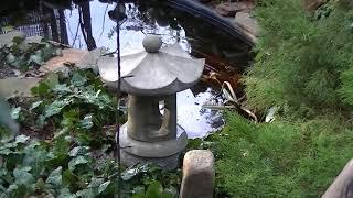 Японский каменный фонарь из бетона.