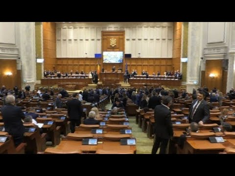 Romanian parliament votes on new government