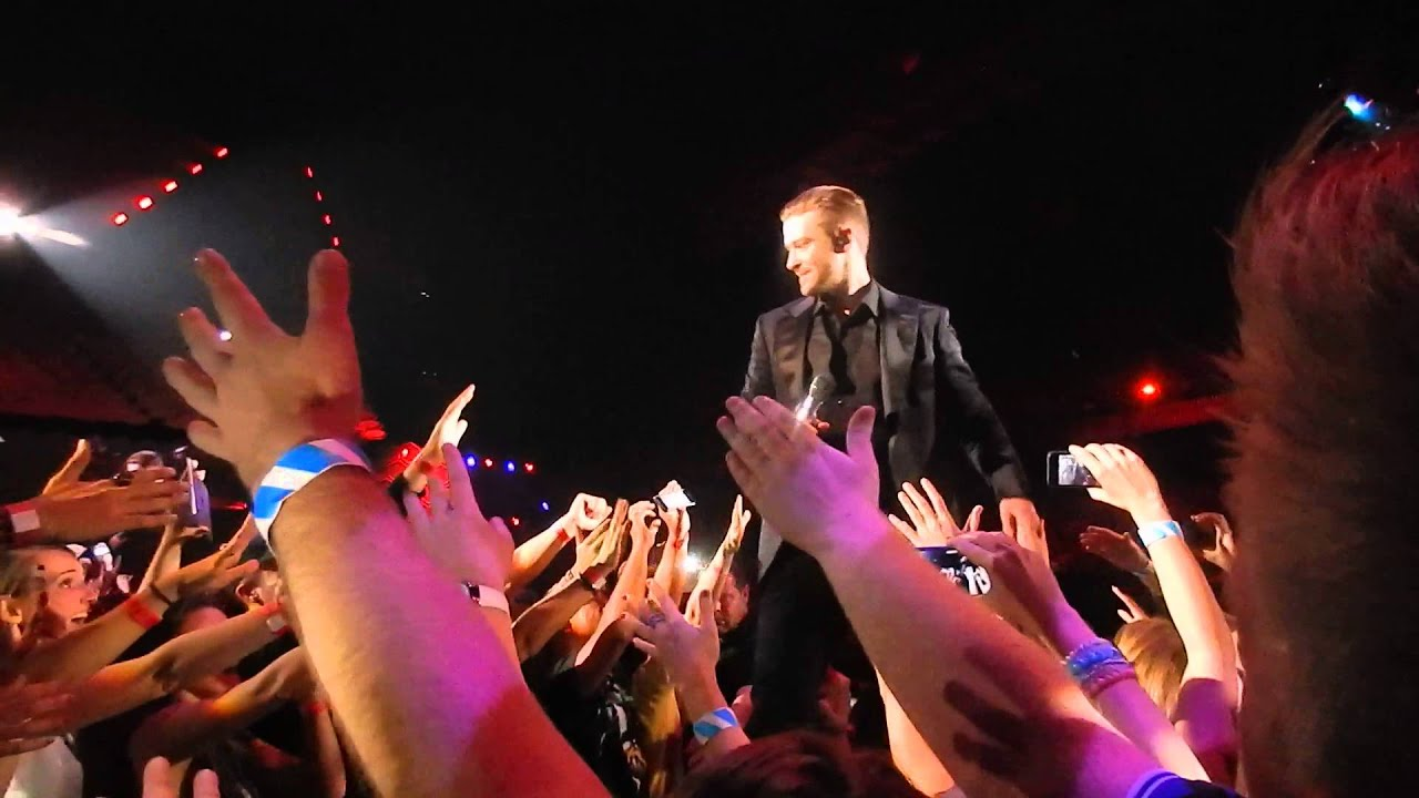Justin timberlake getting his drink vip b stage left standing justin timberlake getting his drink vip b stage left standing antwerpen sportpaleis 2014 belgium m4hsunfo