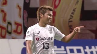 左後方から供給されたクロスボールを小川 慶治朗(神戸)が頭で叩き込み...