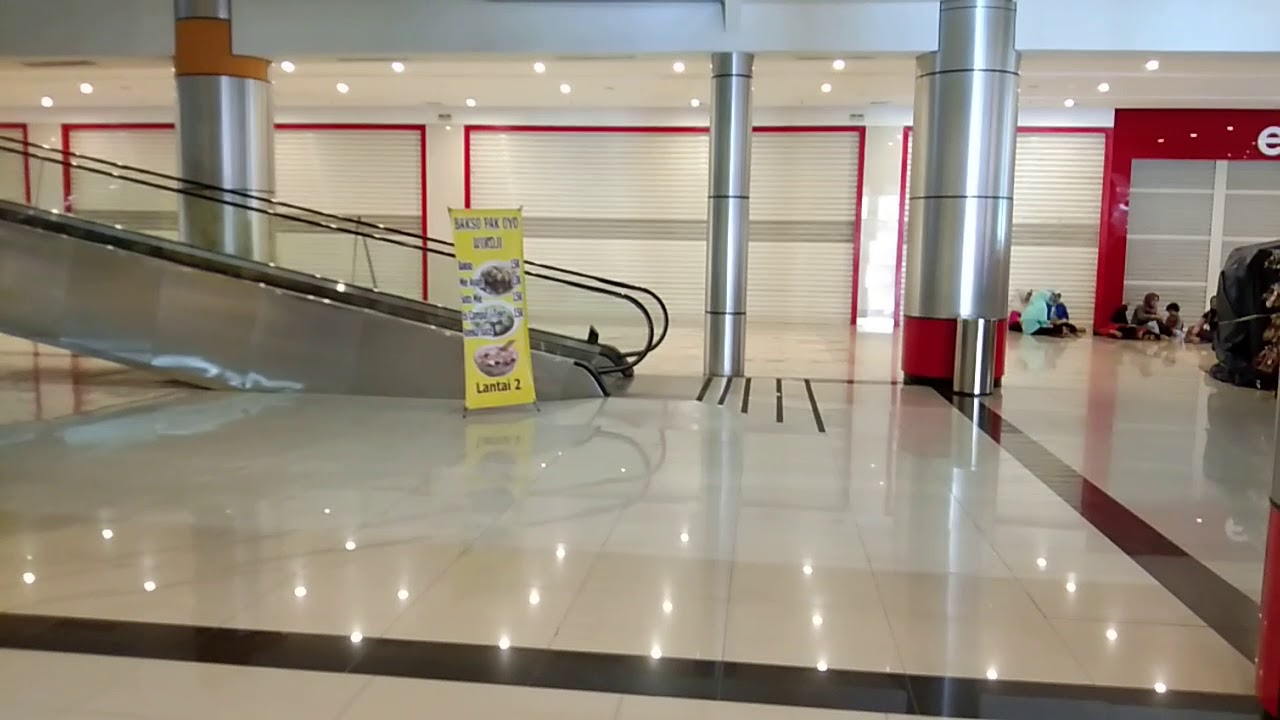Jelajahi Mall Icon Walk Di Cimone Tangerang