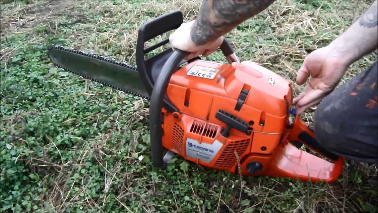 Husqvarna 390xp cold start hideg ind t s youtube for Comparatif debroussailleuse stihl husqvarna