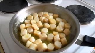 Морские гребешки с пастой и соусом из перца и спаржи