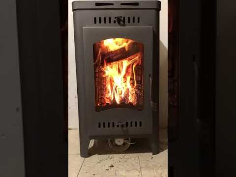 Огонь в дровяной печи Бавария Оптима.