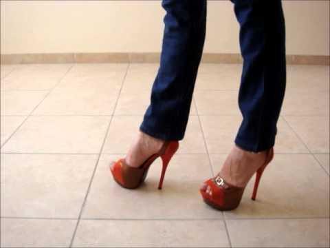 топчет туфлями еду леонов