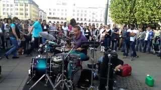 Amazing MUST SEE - Hamburg Street Drummer (Oded Kafri)