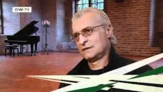 Der deutsch-rumänische Musikproduzent Michael Cretu | euromaxx