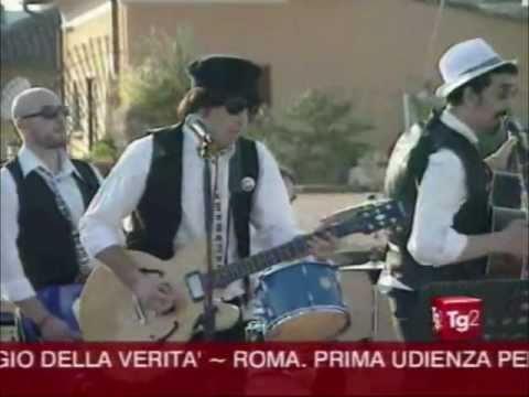 """""""I Beatles a Roma"""" Rooftop Concert - Il concerto sul tetto - 14 maggio 2011 - Servizio del Tg2"""