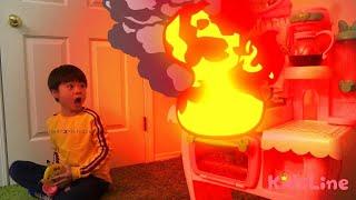 火事? 消防士ごっこ 料理中は注意!!? キッズマナー おゆうぎ こうくんねみちゃん pretend play Firefighter Attention to fire during cooking thumbnail