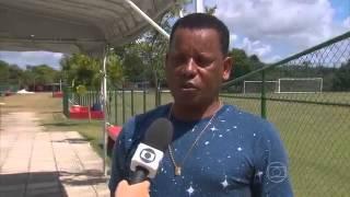 Pai de André visita o CT do Sport