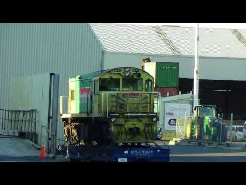 DQ Locomotives @ Auckland Ports await shipment to South Africa