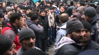Драка у ВС Крыма, татары ворвались в здание Парламента 26.02.2014