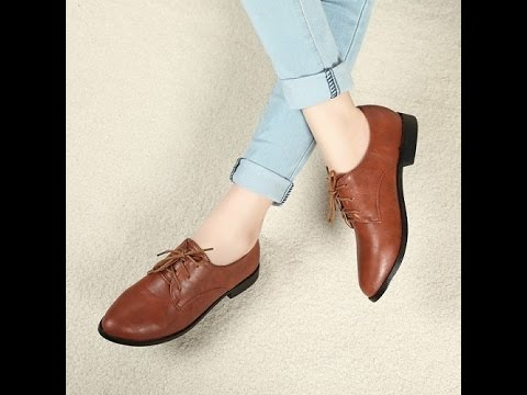 Туфли сезона осень — зима 2018—2019 можно купить в интернет магазине модной. Черные замшевые туфли на высоком устойчивом каблуке.