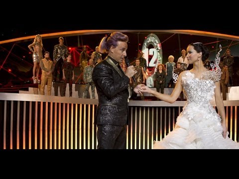 Vestito Da Sposa Katniss Everdeen.See Katniss Everdeen S Catching Fire Wardrobe With Costume