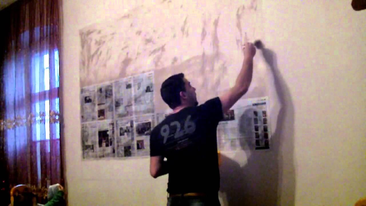 Mihajlo sa tatom pravi kolaz sliku od novina na zidu - YouTube